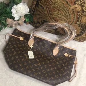 🆕NWT Classic Medium Leather Tote, Brown Clover
